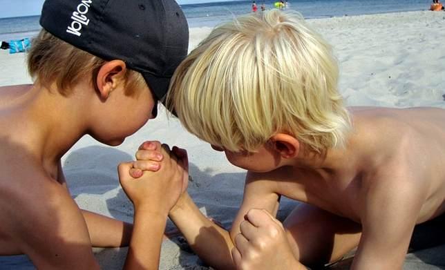 arm-wrestling-176645_640